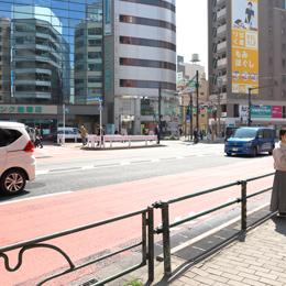 そのまま直進すると、道路を挟んで左手にジュンク堂書店が見えます。