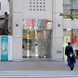 前田ビルの入り口から入って、エレベーターで9階までお越しください。